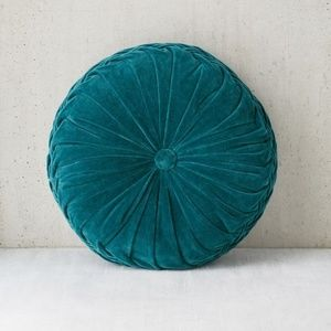 [UO] Round Pintuck Pillow